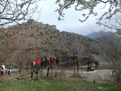 Прелазак преко висећег моста на Ибру - фото Дино