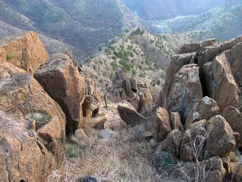 Пролаз између стена на гребену - фото Мирко
