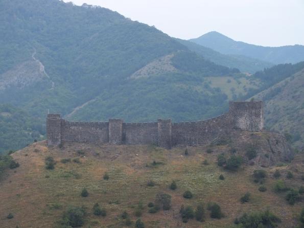 Средњовековни град Маглич у долини Ибра