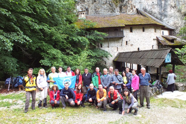 Пред манастиром  Црна река