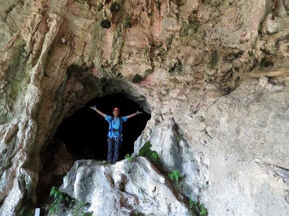 A sad istraživanje pećine.
