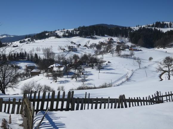 Куће засеока Бунар на падинама Голије.