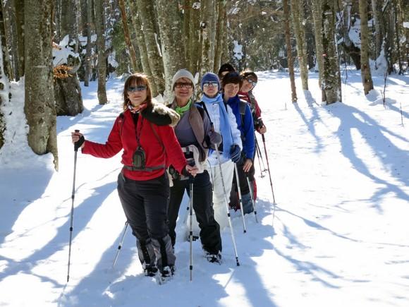 Женски део екипе који је заједно са нама мушкима пртио дубоки снег.